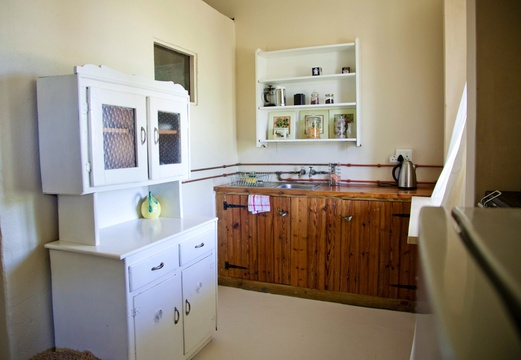 courtyard bedroom kitchenette
